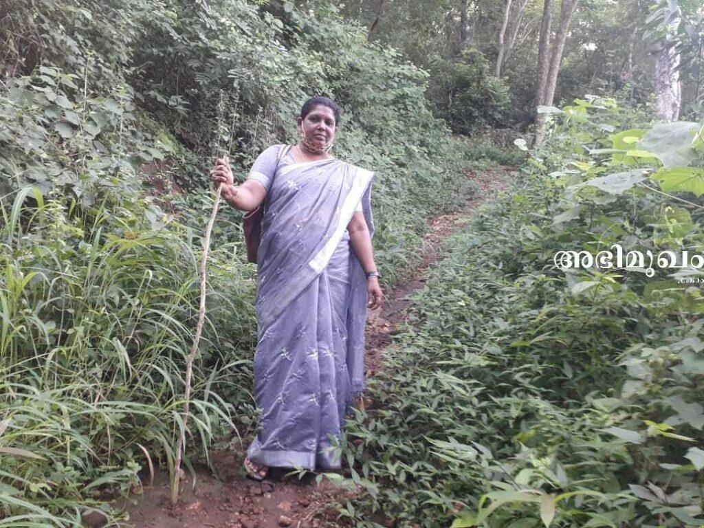 ഉഷാകുമാരി ടീച്ചര്, ഏക അധ്യാപക വിദ്യാലയം, കുന്നത്തുമല